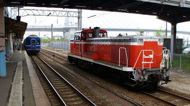 DE10 to tow Nihonkai consist
