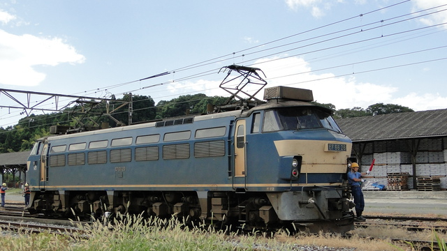 EF66 detaches from consist