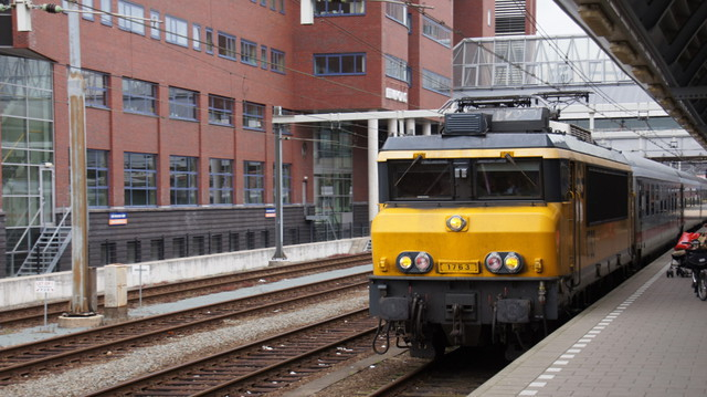 Airport train approaching Amersfoort