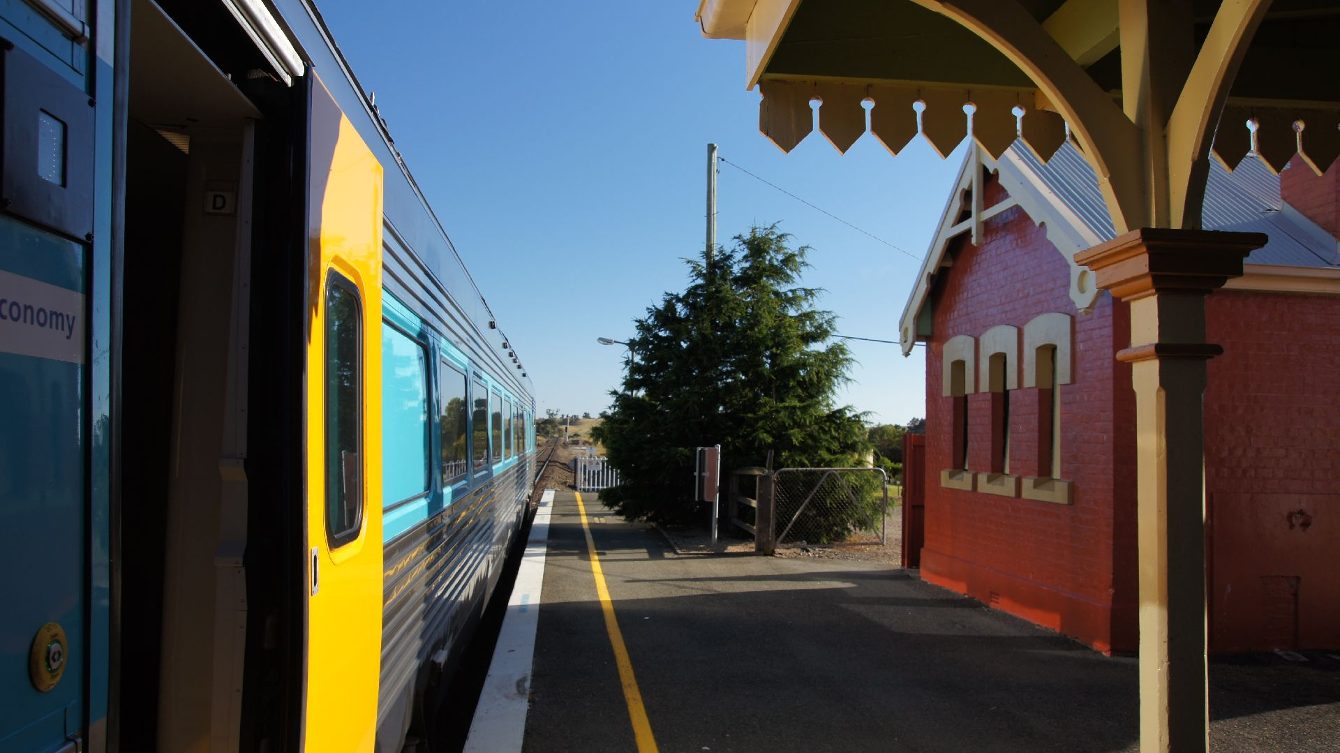 how to get from canberra to sydney by train